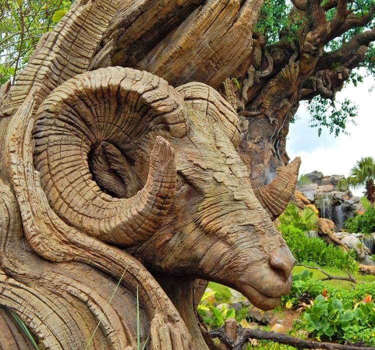 Una de las tallas de animales en las raíces y tronco del Tree of Life