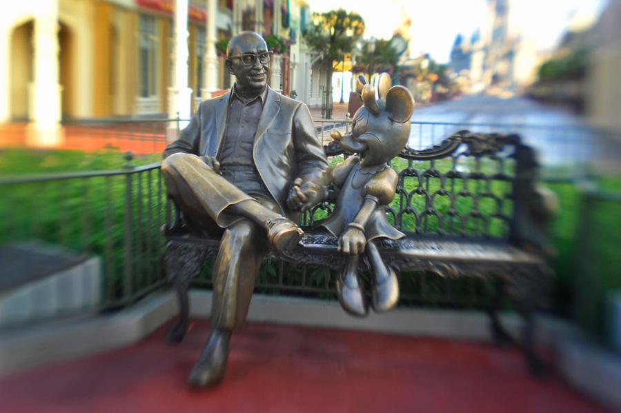Roy Disney Minnie Mouse Sharing the Magic estatua Magic Kingdom Walt Disney World curiosidades historias